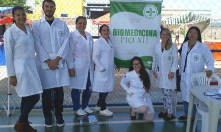 Alunos da Biomedicina participam de ação social