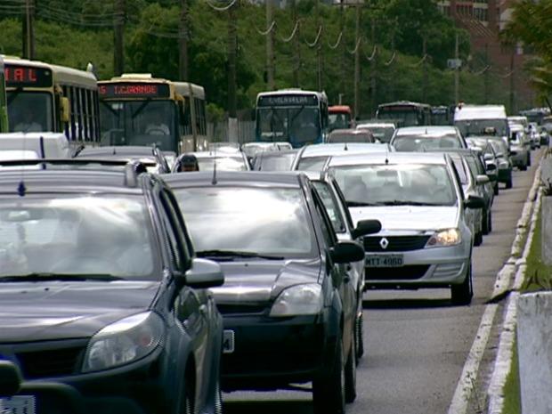 Em Vitória, há 1 carro para cada 2 habitantes