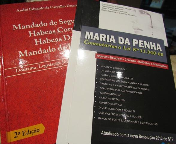 Professor André Zacarias enriquece o acervo da PIO XII com livros de sua autoria