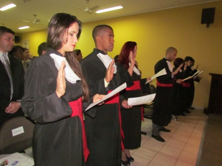 Quatro alunos da PIO XII recebem carteira da OAB