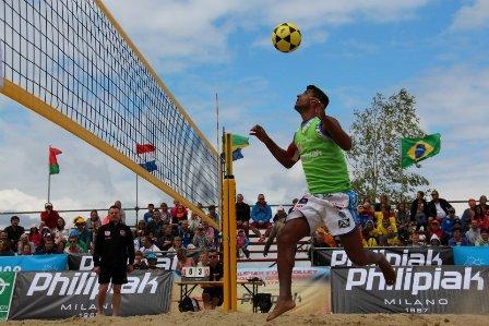 Sem perder nenhum set, Lacraia conquista campeonato na Polônia