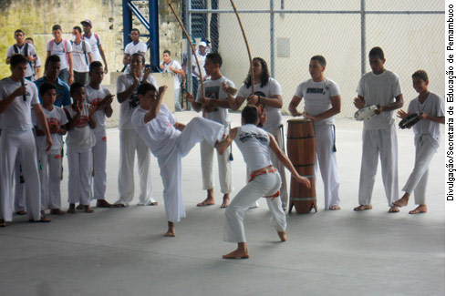 Capoeira pode entrar no currículo das escolas