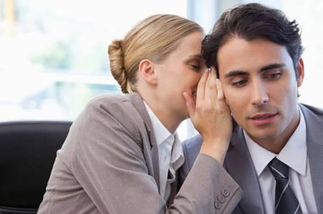 Fuja das intrigas e melhore a convivência no ambiente de trabalho