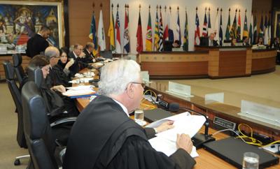 Professor Rivelino leva alunos de Direito à Câmara Criminal