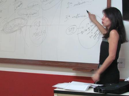 Presidente de Conselho Fiscal de Vila Velha palestra para alunos de Direito