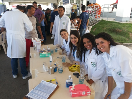 Projeto Mãos que Ajudam recruta alunos de Biomedicina para ação