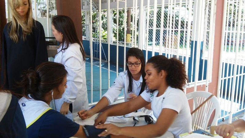 Acadêmicos de Biomedicina participam de evento do Dia Mundial da Saúde