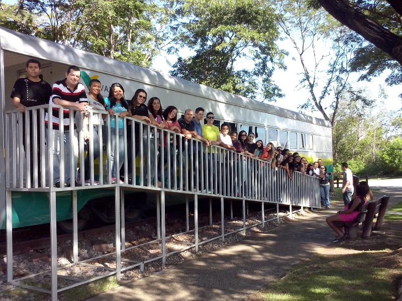 Alunos da PIO XII participam de visita técnica à Vale e à Real Café