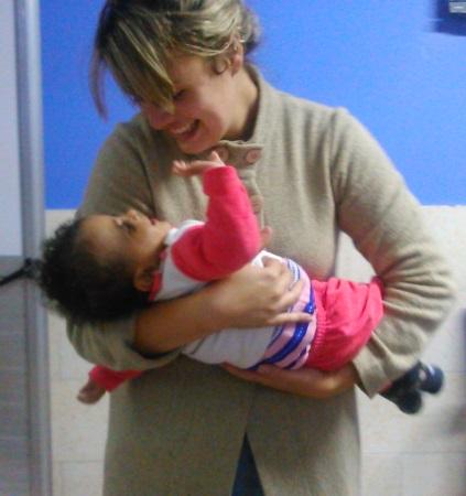 Egressa de Biomedicina da PIO XII realiza ação social no Egito