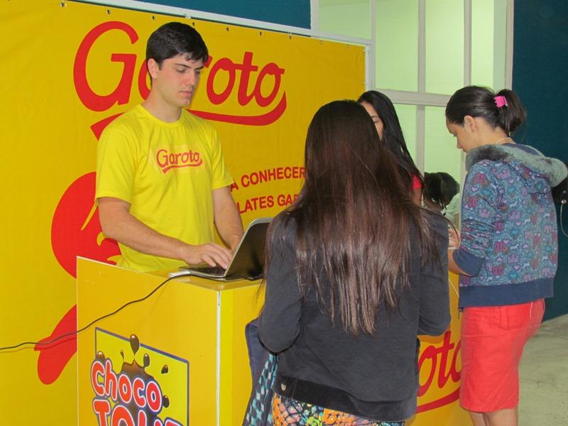 Chocolates Garoto realiza ação para os alunos do Matutino. À noite a ação de repete