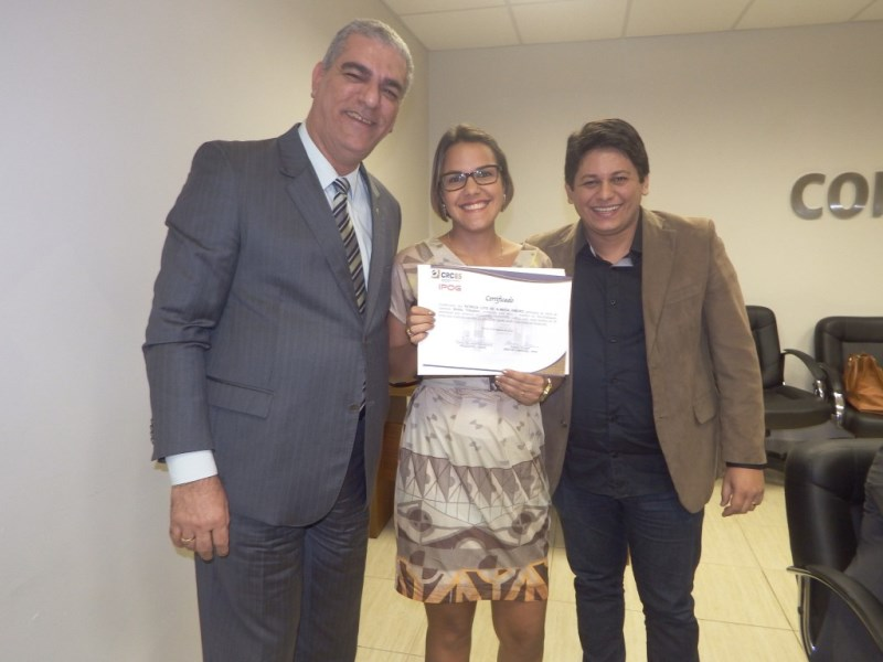 Professora da PIO XII é premiada com Curso de Extensão em Direito Tributário