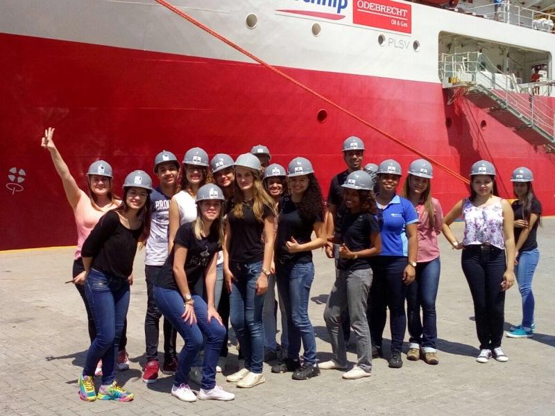 Alunos da PIO XII realizam visita técnica ao Porto de Vitória