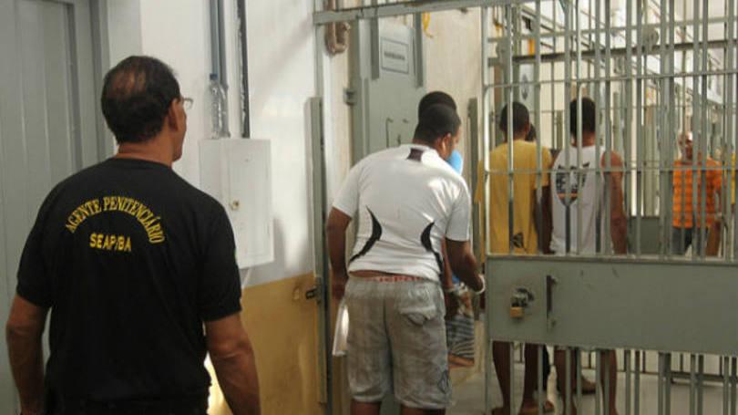 Dilma torna obrigatório ensino médio em penitenciárias
