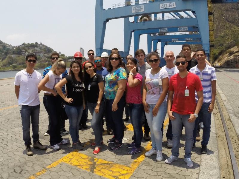 Alunos realizam visita técnica a terminal portuário