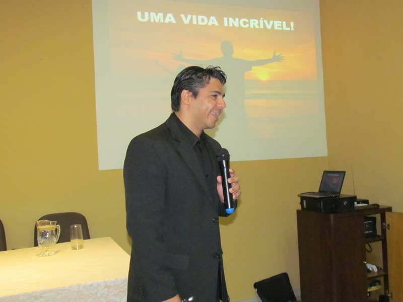 Master em Programação Neurolinguística ministra palestra para alunos da PIO XII