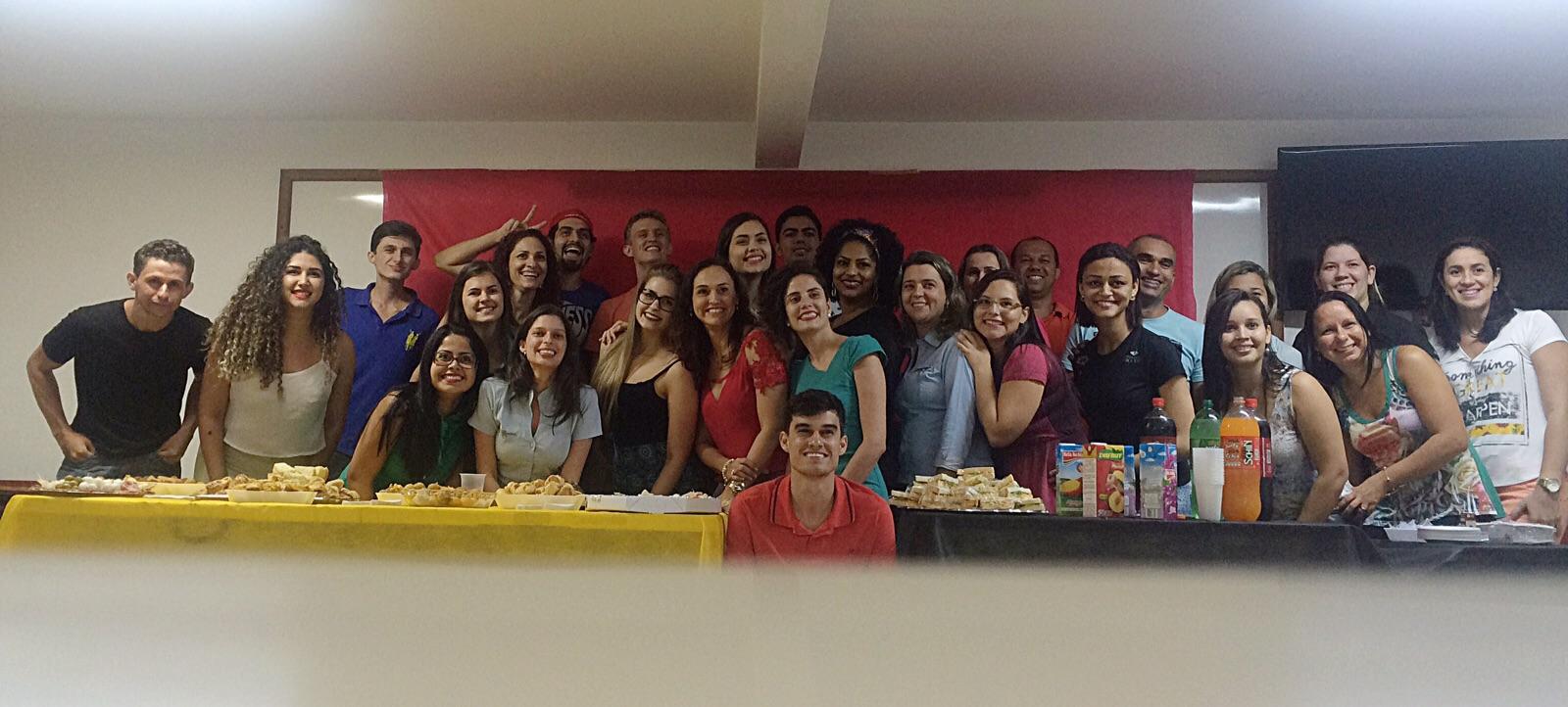 Professora Neidy Christo recebe homenagem de alunos