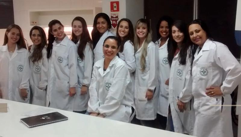 Professora Fabrícia Villefort é homenageada por alunos de Biomedicina