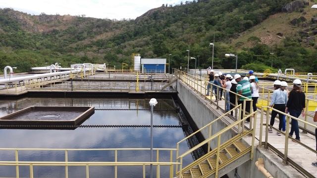 Acadêmicos de Biomedicina visitam Estação de Tratamento da Cesan