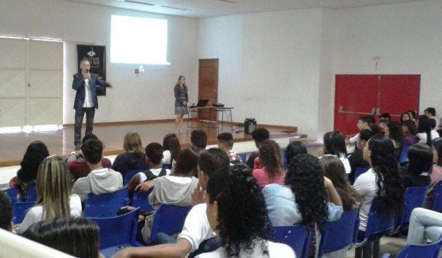 Projeto Profissões vai ao Colégio Polivalente de Campo Grande
