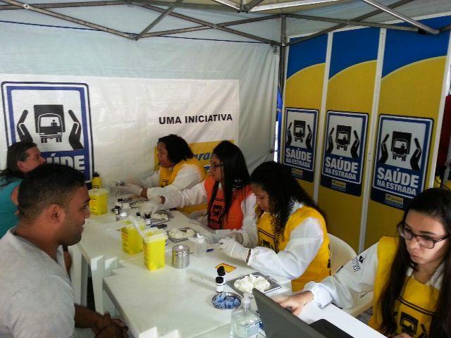 Acadêmicos de Biomedicina participam de ação no Posto Ipiranga