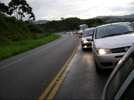 Utilidade pública: nova regra de usar farol aceso nas rodovias estaduais começa nesta sexta-feira